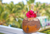 Cocktail on balcony, tropical view — Stock Photo
