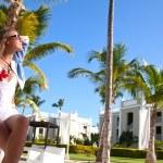 młode sexy kobieta w białym bikini, zachód słońca — Zdjęcie stockowe #48100375
