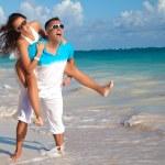 Couple on a sandy tropical beach — Stock Photo #48176057
