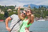 Turistler fransa'da onların telefon ile çekim — Stok fotoğraf