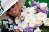 Smiling girl with bouquet of white roses  — Stock Photo