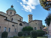 Ravenna, Italy, the cathedral and the neonian baptistery — Stock Photo