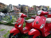 Red scooter at Corniglia, Cinque Terre, Liguria, Italy — Zdjęcie stockowe