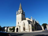 St  Martha s Collegiate Church in Tarascon — Stock Photo
