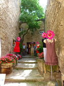 Street with mannequins in the village of Baux, Provence, France — Stock Photo