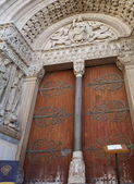 Entrance door of the church of Saint Trophime, Arles, France — Stock Photo