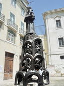 サントの前に彫刻アントニオ教会、リスボン、ポルトガル — ストック写真