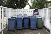 Bir plastik çöp site grubu — Stok fotoğraf