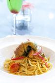 Spaghetti con camarones mantis — Foto de Stock