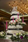 Pink candle and wedding cake — Stock Photo