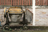 Abandon old concrete mixer — 图库照片