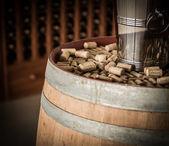 Corchos de vino en barricas de madera — Foto de Stock