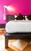 Moderne slaapkamer met lege muur — Stockfoto