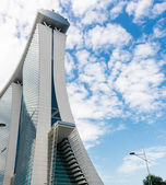 SINGAPORE - JUNE 18, 2014: Marina Bay Sands. The iconic design h — Stock Photo