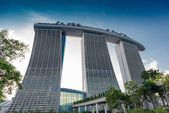 SINGAPORE - JUNE 19, 2014: Marina Bay Sands. The iconic design h — Stock Photo