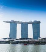SINGAPORE-JUNE 19: The Marina Bay Sands Resort Hotel — Stock Photo