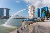 SINGAPORE - JUNE 20, 2014: Singapore landmark Merlion — Stock Photo