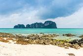 Rocks on the beach in Tropical sea at Bamboo Island Krabi Provin — Stock Photo