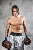 Muscular boxer looking at viewer — Stock Photo