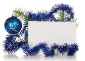 Ramo di abete con orpelli, un giocattolo di Natale e una carta isolato su bianco — Foto Stock