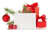 Christmas speelgoed en geschenken, fir-boomtak en lege kaart geïsoleerd op wit — Stockfoto