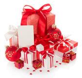 Světlé dárkové krabičky, nový rok koule a prázdné přání k Vánocům — Stock fotografie