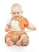 ребенок с рождественские гирлянды и золотые шары, изолированные на белом фоне — Стоковое фото