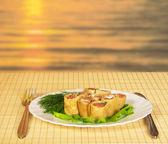 Romantisch diner tegen een daling — Stockfoto