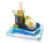 Böcker, anteckningar, brevpapper i stativ, kalkylator, timglas, apple och kamomill — Stockfoto
