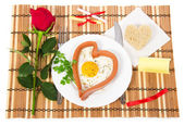 Valentine's Day. Sausage in the form of heart, fried egg, bread, red rose, notes with prediction on a bamboo napkin — 图库照片