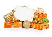 圣诞贺卡、 节日礼品、 孤立在白色的亮球 — 图库照片