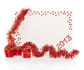 新的一年 2013年与多彩金属丝和红色礼品盒上白色隔离明亮红卡 — 图库照片