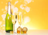 Bottle of champagne and two glasses — Stock Photo