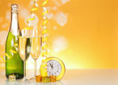 Champagne, glasses, hours — Stock Photo