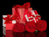 Rose flower and gift boxes isolated on black — Stockfoto