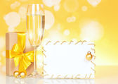Flutes of champagne and empty card — Stockfoto