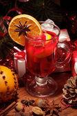 Copa de vino caliente con naranja — Foto de Stock