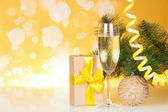 Champagne with gift and christmas-tree — Stock Photo
