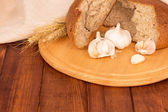 Bread loaf with garlic — Stockfoto
