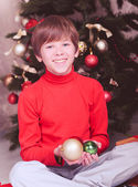 Child holding christmas balls — Stok fotoğraf