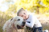 Girl lying with labrador — Foto de Stock