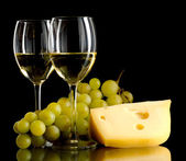 Wine, a bunch of white grapes and a piece of cheese — Stock Photo