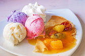 Fruit ice-cream and soft crepe — Stockfoto