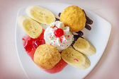 Fried ice-cream and whipped cream — 图库照片