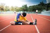 азиатский спортсмен на треке — Стоковое фото