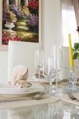Yemek için beyaz dekorasyon tablosunu temizleme — Stok fotoğraf