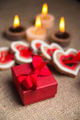 Box for jewelry. Valentine cookies in the shape of heart. — Stock Photo