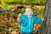 Child walking in the park — Stock Photo