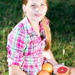 A girl holds a fresh citrus — Stock Photo