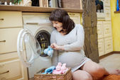 Pregnant woman with baby clothes — Stock Photo